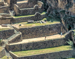 videoblocks-aerial-view-of-temple-of-the-sun-ollantaytambo-sanctuary_Фр-1.png
